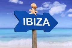 有海滩的伊维萨岛在夏天在度假 免版税库存照片