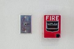 有消防队员电话连接器口岸的手摇火警器 免版税库存照片