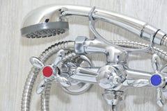 有淋浴喷头的镀铬物龙头 图库摄影