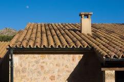 有深蓝天的西班牙房子 库存图片