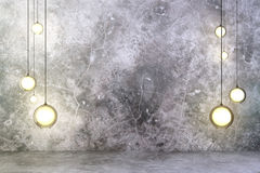 有混凝土墙和地板的电灯泡 免版税库存图片