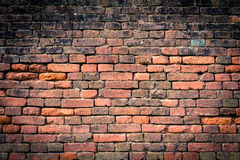 有渐晕的1红橙色砖墙 库存图片