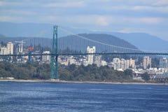 有温哥华地平线的桥梁 库存图片