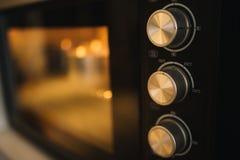 有温度控制关闭的烤箱机器 免版税库存图片