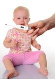 有温度计的逗人喜爱的婴孩在空白背景 免版税图库摄影