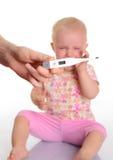 有温度计的逗人喜爱的婴孩在空白背景 免版税库存图片