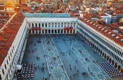 有游人的圣Marco广场在威尼斯 免版税图库摄影