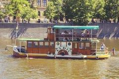 有游人的2河船 免版税图库摄影