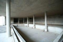 有游泳池基地的被放弃的建造场所 库存照片