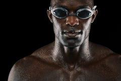 有游泳风镜的年轻非洲人 免版税图库摄影