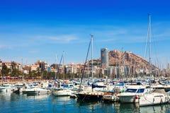 有游艇和城堡的港口 阿利坎特 库存照片