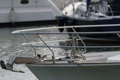 有游艇和小船的小游艇船坞 免版税图库摄影