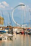 有游艇的小游艇船坞在莱芒湖在瑞士的洛桑 免版税图库摄影