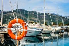 有游艇的小游艇船坞 免版税图库摄影