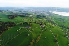 有湖的森帕赫瑞士人米德兰平原和多小山风景在中央瑞士 库存照片