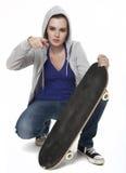 有滑板的少年女孩 库存图片