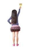 有漆滚筒的小女孩画家 免版税库存图片