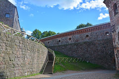 有漏洞的南部的墙壁和主要城堡盒在维堡防御,俄罗斯 免版税库存图片