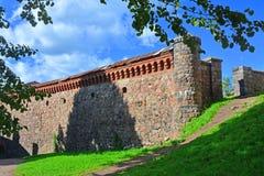 有漏洞的南部的墙壁在维堡城堡,俄罗斯 库存照片