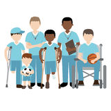 有演奏体育的朋友和老师的残疾儿童 免版税库存图片