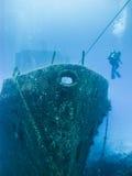 有潜水者的鬼魂船 免版税库存图片
