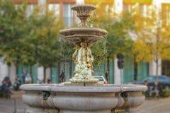 有瀑布的喷泉 免版税库存图片