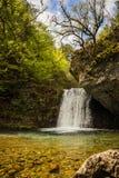 有瀑布的河在奥林匹斯山,北希腊 免版税库存照片