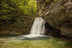 有瀑布的河在奥林匹斯山,北希腊 库存图片
