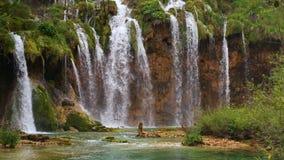 有瀑布的湖在克罗地亚,欧洲 地点:Plitvice,国家公园Plitvicka jezera 影视素材