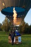 有火的大气球飞行  图库摄影