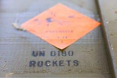 有火箭推进式榴弹的(RPG)绿色弹药箱子 免版税库存图片