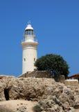 有灯塔的古老Odeon圆形露天剧场在背景 帕福斯,塞浦路斯 库存图片
