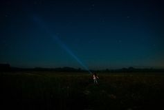 有灯笼的妇女在星中 免版税图库摄影