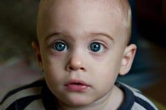 有灰色蓝色眼睛的孩子 免版税图库摄影