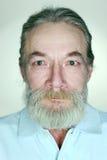 有灰色头发的成人老人 免版税库存照片
