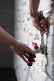 有灵活的磁带的水管工 免版税库存照片