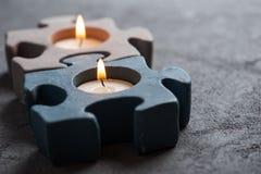 有灼烧的蜡烛的烛台在石背景 图库摄影