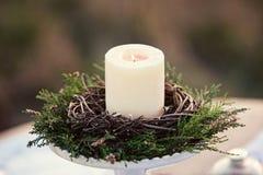 有灼烧的蜡烛的烛台在自然 免版税库存照片