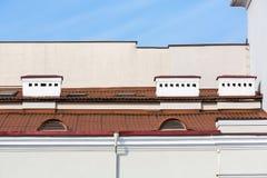 有烟囱的屋顶 免版税库存照片