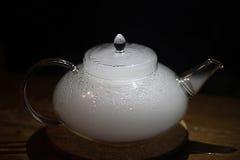 有烟的茶壶 免版税库存图片