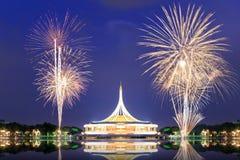 有烟花的Suan Luang RAMA IX公园 库存照片