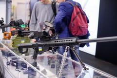 有热象仪的新的狙击步枪在陈列 免版税库存图片