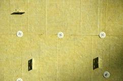 有热量矿物矿毛绝缘纤维绝缘材料的墙壁 图库摄影