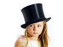 有焦点的哭泣的逗人喜爱的小女孩在她在白色backgro的泪花 库存照片