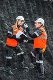 有煤炭的工作者在露天开采矿 库存图片