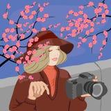 有照片照相机的妇女摄影师 免版税库存图片