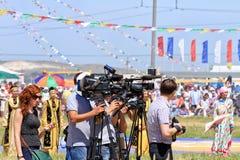 有照相机和摄象机的新闻工作者在全俄国ru 库存图片