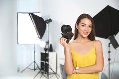 有照相机的专业摄影师 免版税库存照片