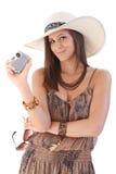 有照相机的微笑的妇女在夏令时 免版税库存照片