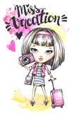 有照相机的水彩卡片逗人喜爱的女孩和旅行请求 书法措辞Vacation小姐 库存照片